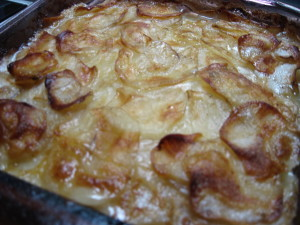 au gratin potatoes, scalloped potatoes, www.goodfoodgourmet.com